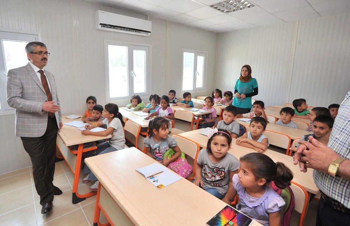 350.000 copii sirieni de vârstă şcolară în Turcia, doar jumate dintre ei au parte de educaţie