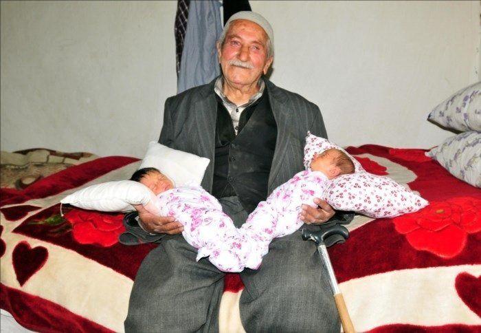tata și gemeni