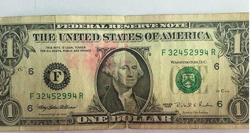 Arestat pentru că deținea 47 de bancnote de 1 dolar