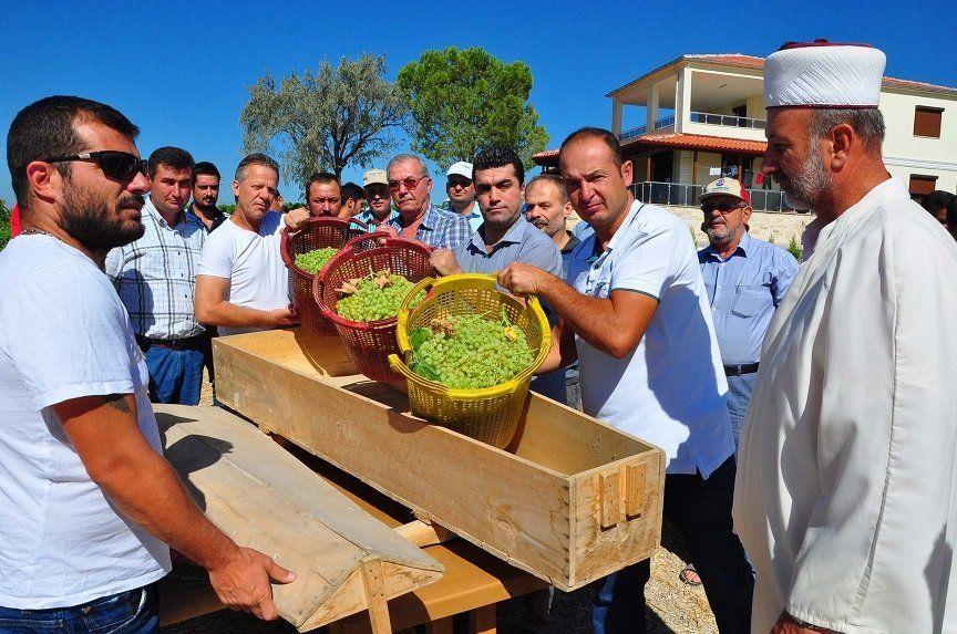 Agricultorii au făcut slujba de înmormantare a viticulturii