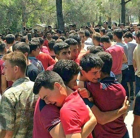 450 elevi militari arestați, comandantul liber!
