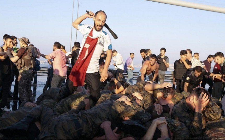 Cum a fost golită armata şi cum este umplută ?