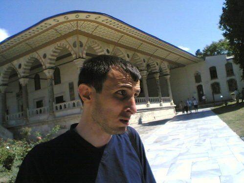 Turcia: Profesorul demis vinde chiloti!